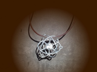 atom necklace. easier printing. - 3D design by naomi.kendall on Sep 17, 2017